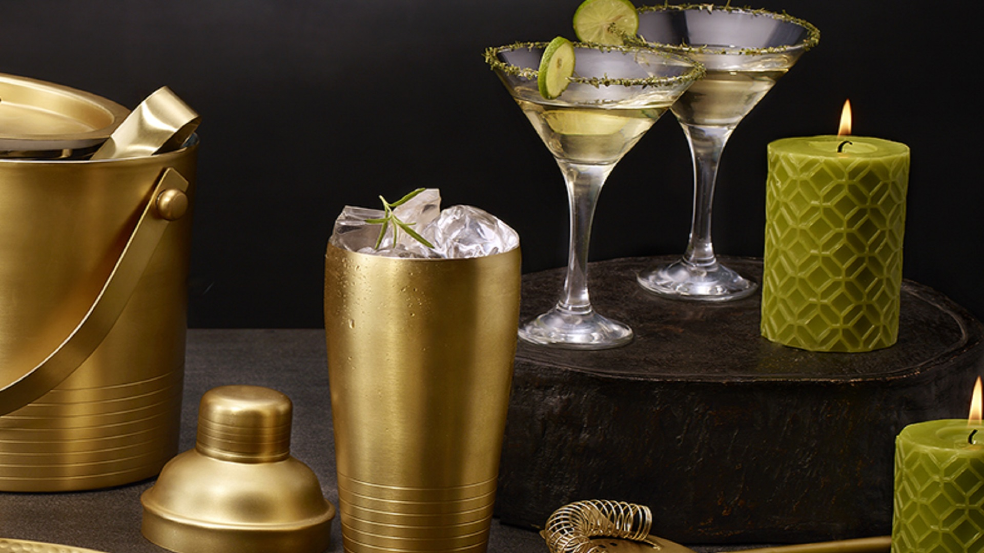 Get cocktail equipment and surprise your partner with the most divine flavors